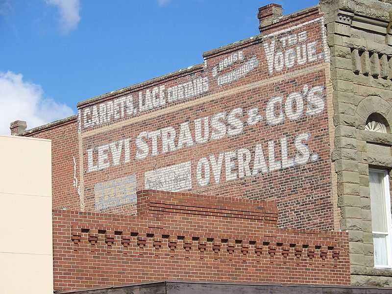 800px-Levi_Strauss_sign