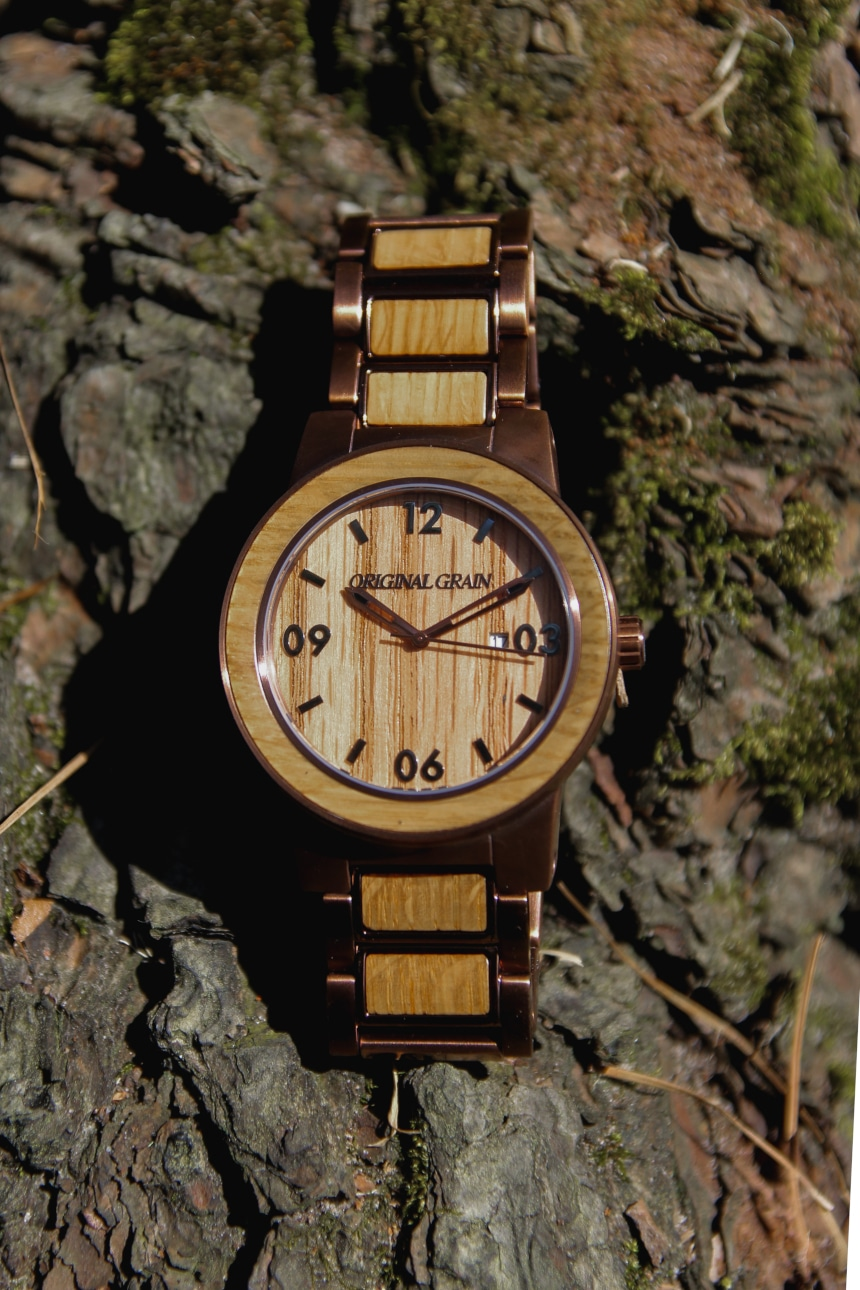 Original Grain Whiskey Barrel 47mm Folded Outside on Rocks Showing Dial