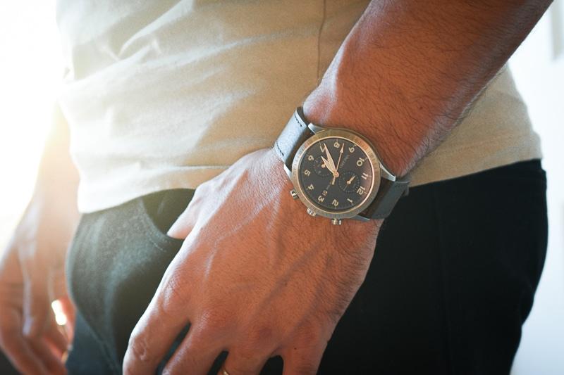 Vincero Altitude Hand in Pocket Closeup