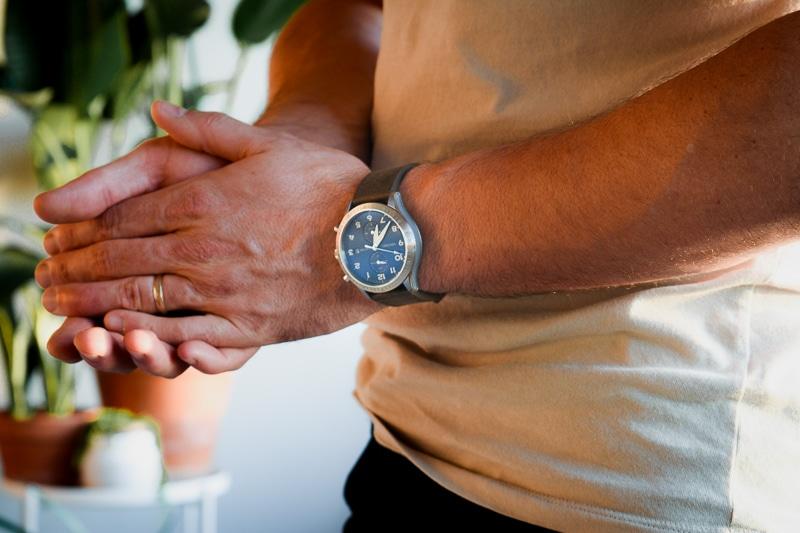 Vincero Altitude Hands Clasped Closeup