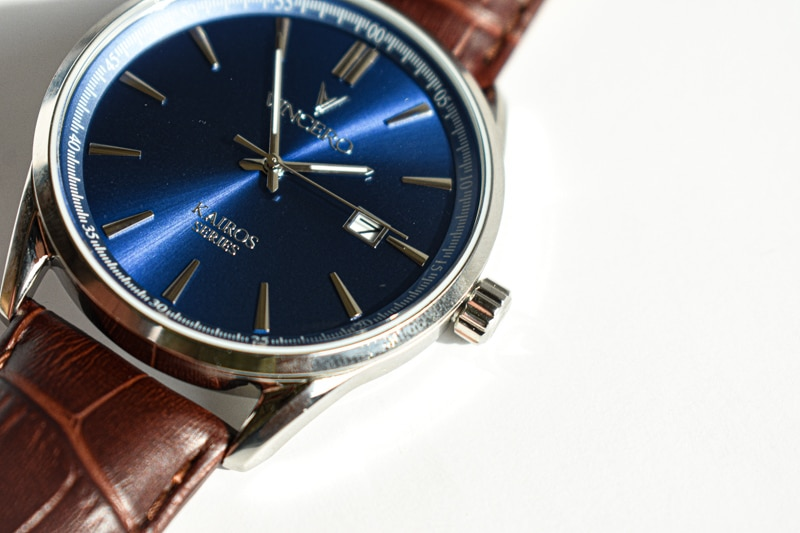 VIncero Kairos brown strap and blue dial on angle
