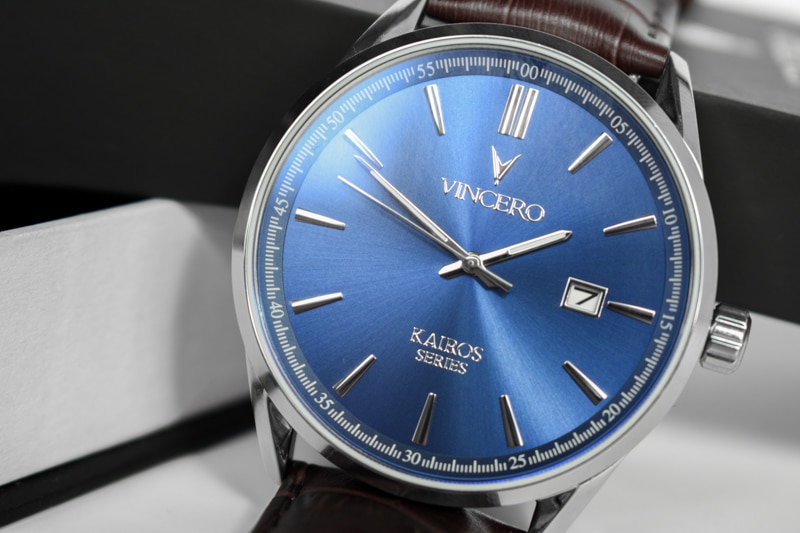 Vincero Kairos Review blue dial close up angle