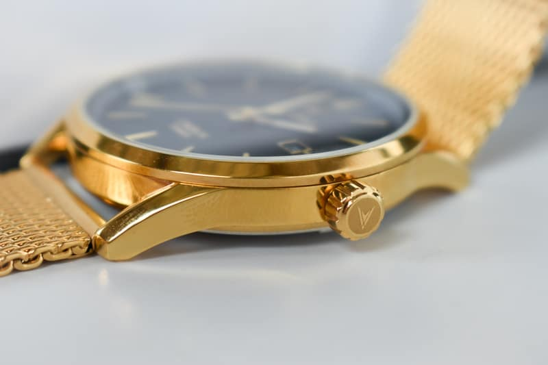 Vincero Kairos gold strap side on crown